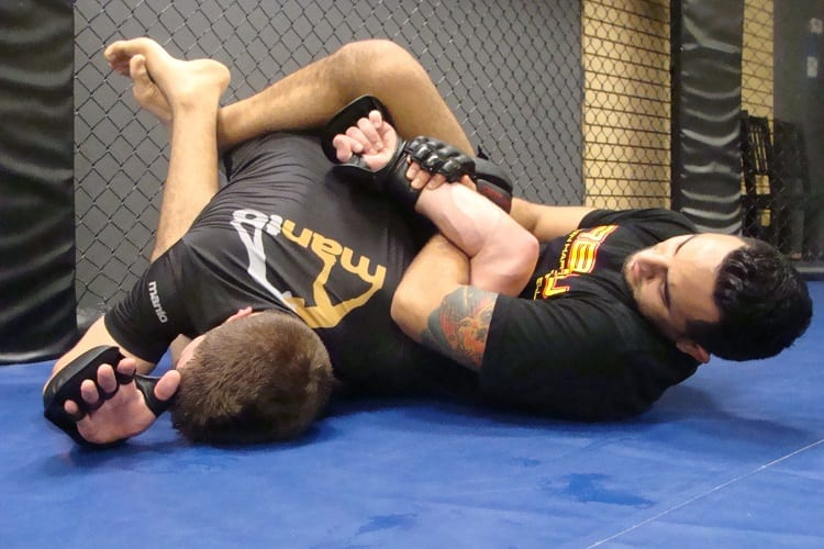 DO I NEED SPECIFIC GLOVES FOR GRAPPLING?