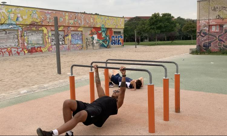 Australian Pull-ups with a meniscus injury