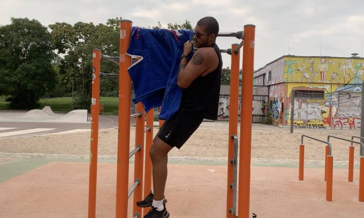 Doing Gi Pull-Ups With a Torn Meniscus