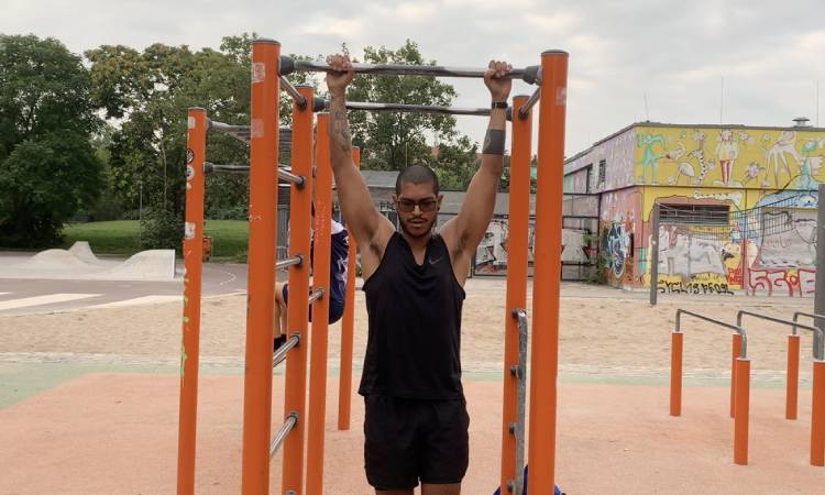 Pull-ups BJJ exercises with a broken meniscus